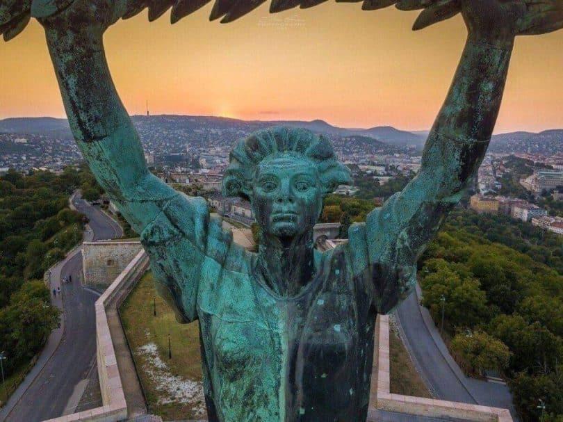 Szabadság szobor közelről