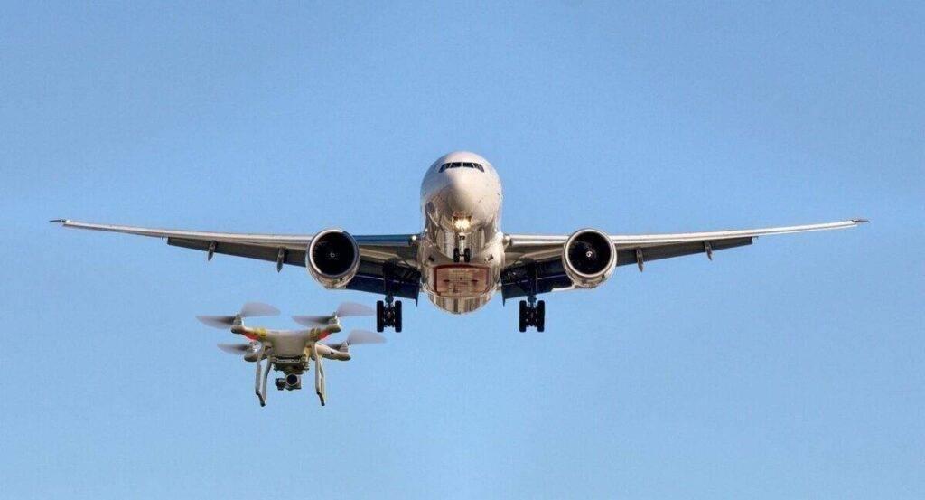 drón és repülő