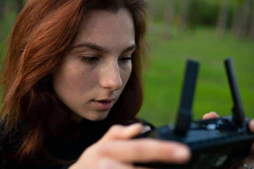 drónpilóta lány