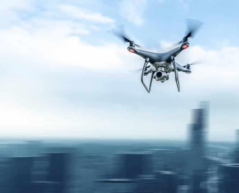 drón város felett